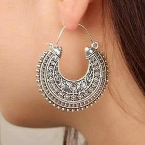 NEW Antique Silver tone Vintage style Earrings